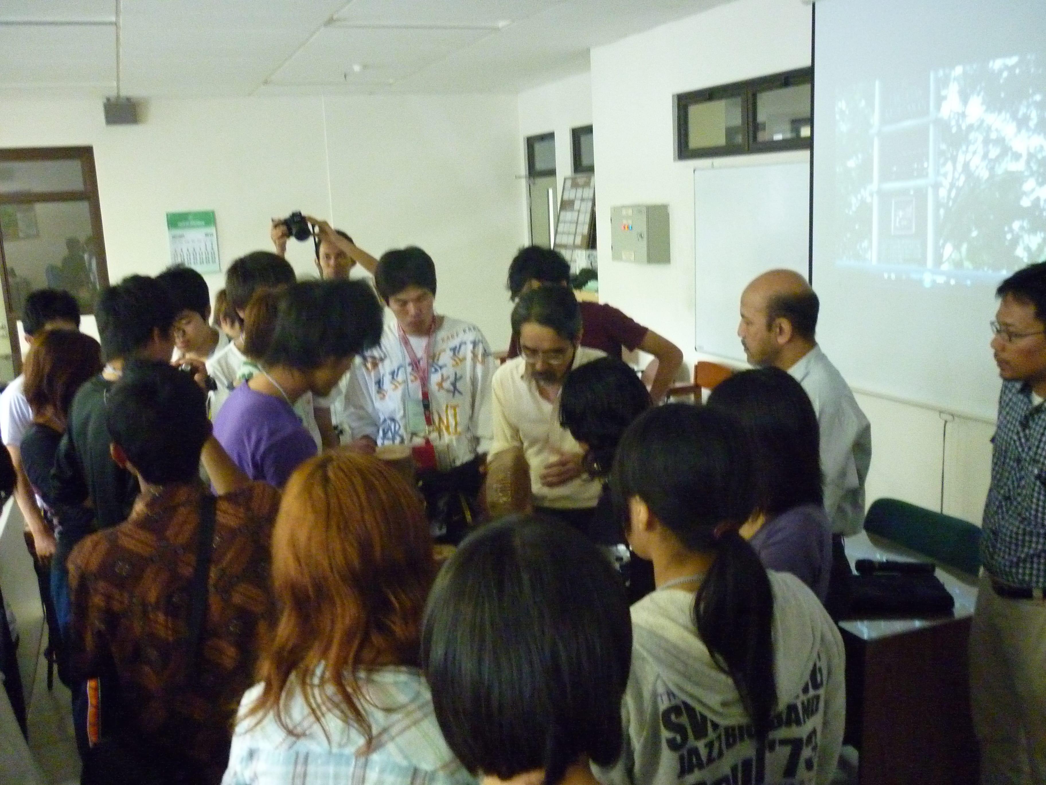 Kunjungan lab oleh staf dan mahasiswa dari Fakultas Pertanian Universitas Shizuoka