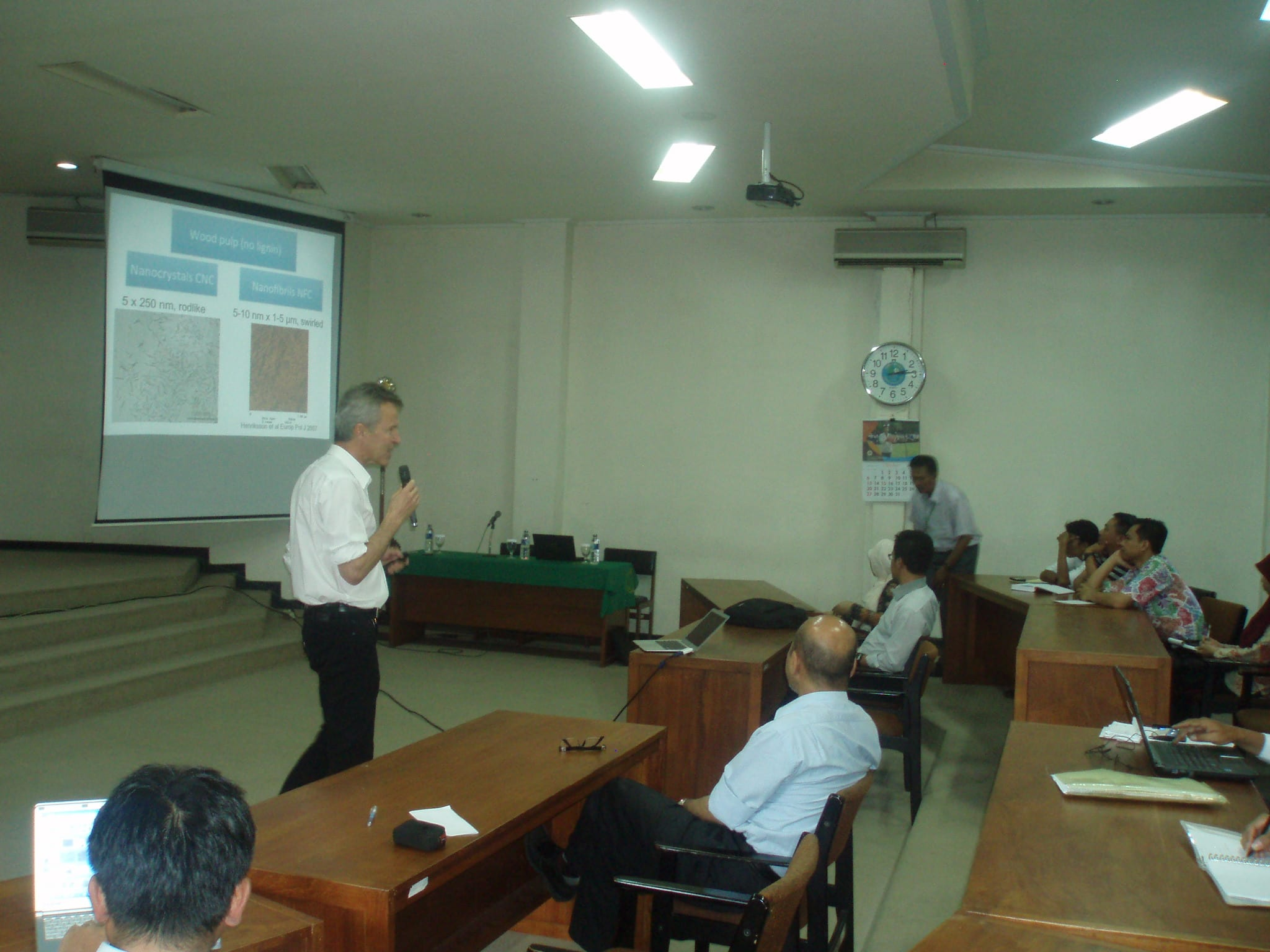 General lecture of nano-composite technology by Prof. Lars Berglund (Royal Institute of Technology, Swedia)
