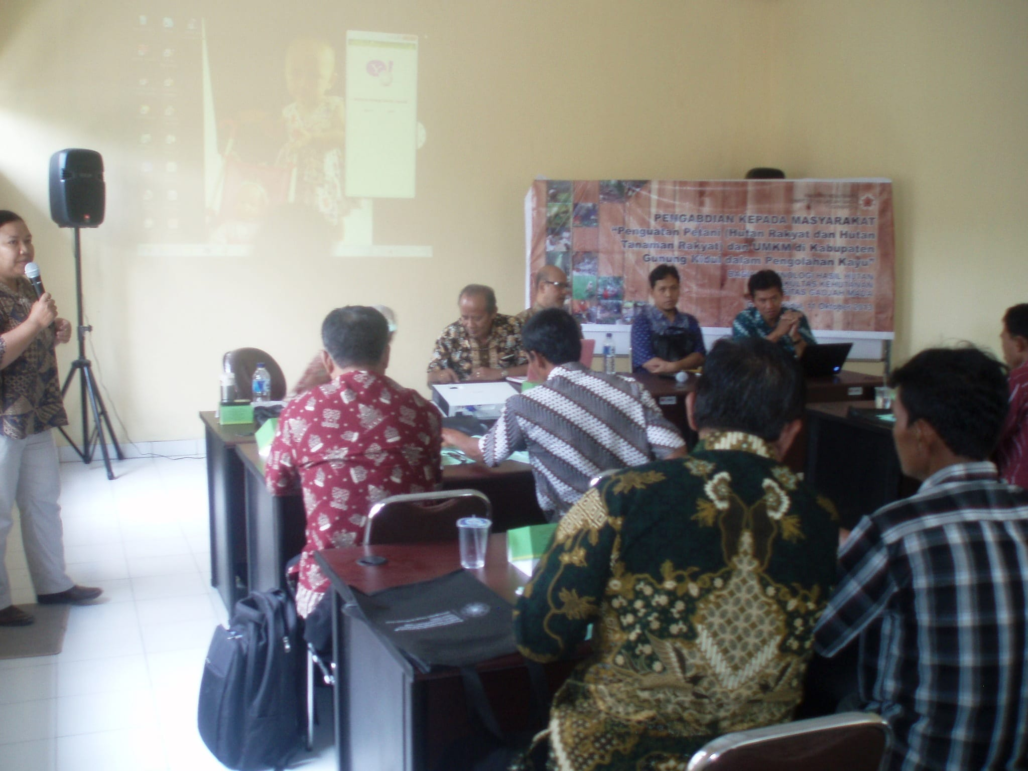 Mentoring for local small-scale wooden industry owners in Gunungkidul