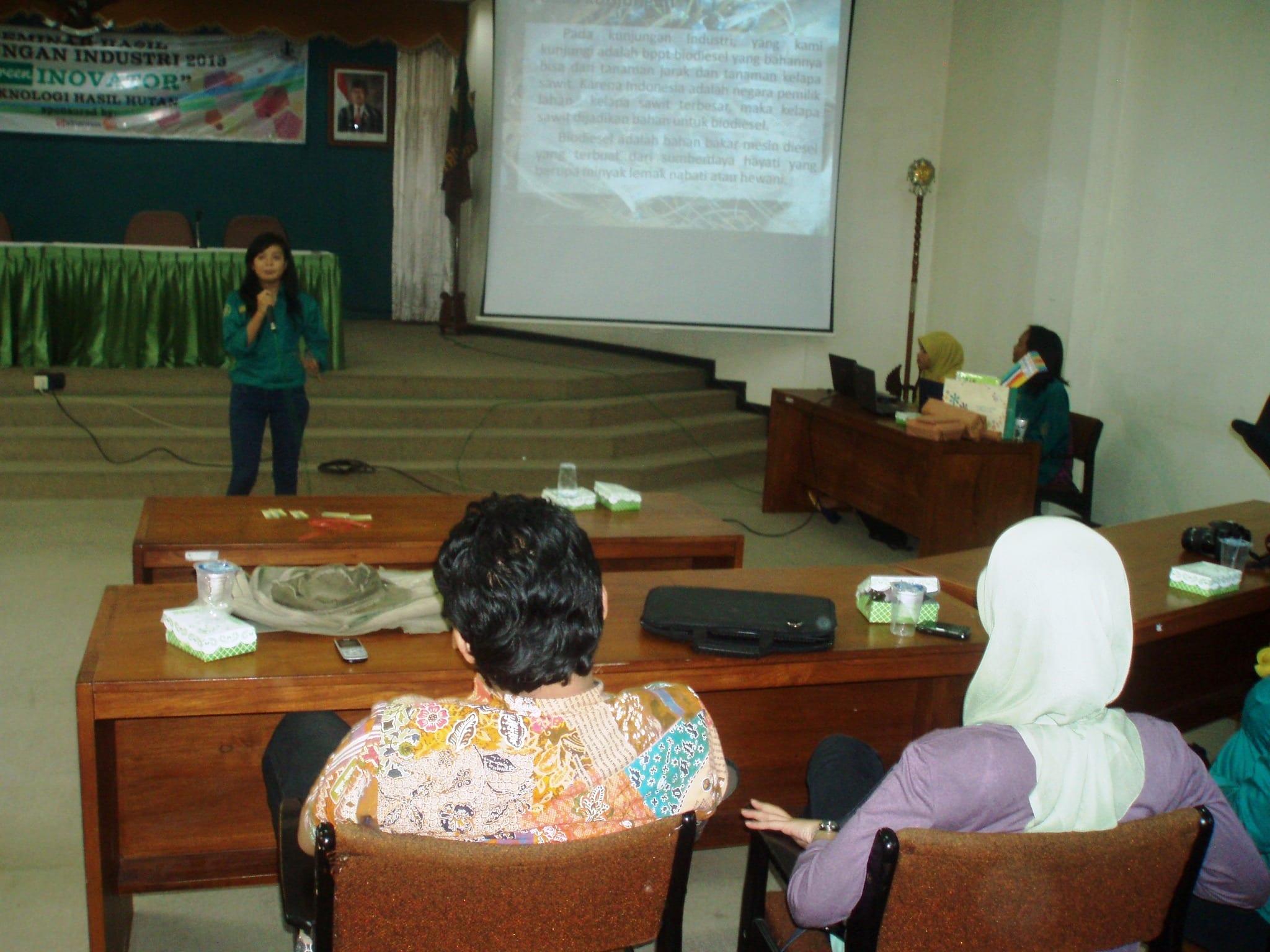 Kegiatan diskusi yang diselenggarakan oleh Himpunan Mahasiswa Minat THH (Forestech)